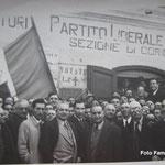 1946-Marzo Davanti la sede del Partito Liberale, dopo l'elezione a sindaco di Giovanni Battista Policastri.