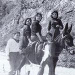 Anni '50 Antonio, Gelsomina e Teresa Longobucco insieme a Carmela e Giorgio Abbruzzese in contrada Santa Croce