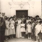 7-7-1956 - gli sposi Francesco (Ciccillo) Llongo e Maria Scorzfave(mia zia) davanti alla chiesa di San Giacomo(a sx la testolina di mio fratello Giorgio)