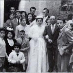 1959-Corteo nuziale della sposa Vincenzina Montillo accompagnata dal padre, Gerardo,in Via Gradoni S. Antonio