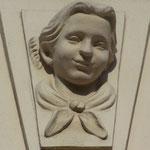 """""""sozialistischer Barock"""" - in den 1950er Jahren beim Neuaufbau historischer Bauten angebracht"""