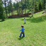 Der große Garten ist vor allem für Kinder toll.
