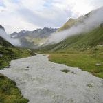Der Alpeiner Bach führte viel Wasser an diesem Morgen