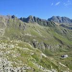 Der Blick zurück auf die Hütte, dieses Mal von der anderen Talseite