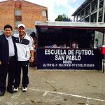 Padre Julio Roncancio y Gabriel Chemas Escandón, fundadores de la Escuela de Futbol San Pablo.