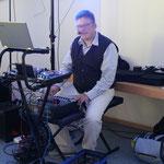 DJ Michael Heck unterhält uns bis spät in die Nacht mit Musik