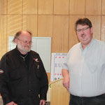 Geschenk der Gruppe an den Vorsitzenden Markus Holzmann