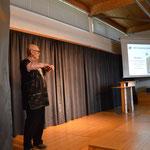 Gerhard Ehrenreich bei seiner PowerPoint präsentation