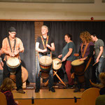 die Trommelgruppe mit westafrikansichen Klängen
