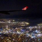 Anflug auf Istanbul bei Nacht