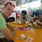 Unser Fruehstueck auf dem Food Market (Samosas)