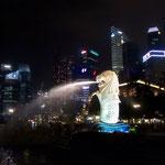 Merlion (Wahrzeichen von Singapur: Halb-Fisch, Halb-Loewe)