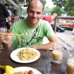 Hawker Center in Kampong Glam (wir haben nach Fotos bestellt und konnten uns die Namen der Gerichte nicht merken...)