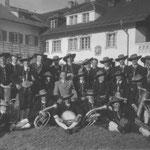 1938 vor dem Grünwalderhof Kplm Föger Fritz mit Hitler Kreisleiter Prims