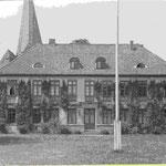 ehemaliges herzogliches Kavalierhaus: jetzt Landesbibliothek seit 1836/38 das Wohnhaus für Gäste des Hofes, heute historische Landesbibliothek, deren Anfänge bis ins 16. Jahrhundert zurückreichen