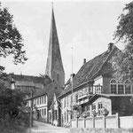 Wasserstraße:  früher der einzige öffentliche Zugang zum See; hier wurde das Vieh der in der Stadt ansässigen Ackerbürger zur Tränke getrieben, deshalb ehemals meist stark verschmutzt