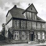 Hofapotheke: um 1700 erbaut, in Privatbesitz, wurde Ende der 1990er restauriert
