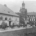 ehemaliger herzoglicher Marstall: jetzt Ostholstein-Museum klassizistisches Gebäude; im Museum befinden sich Zeugnisse aus Eutins Blütezeit um 1800 und eine Ausstellung zur bürgerlichen Wohnkultur des 18. und 19. Jahrhunderts