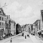 Lübecker Straße: führte im Mittelalter vom Marktplatz nach Süden zum einzigen heute nicht mehr vorhandenen Stadttor. Im 17.Jahrhundert begann dort  die Bebauung über die Stadtgrenze hinaus.