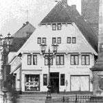 Erste Eutiner Hofapotheke von 1635: eines der ältesten erhaltenen Gebäude Eutins; um 1700 Verlegung der privilegierten Hofapotheke in das Haus Königsstraße 13