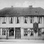 Geburtshaus Carl-Maria von Webers:  zweigeschossiges Fachwerkhaus aus dem späten 18. Jahrhundert, in dem 1786 Carl-Maria von Weber als Sohn des Hofkapellmeisters und Stadtmusikus geboren wurde