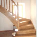 """Artisan concepteur : Escalier""""chêne"""" avec 2 marches arrondies au départ.N°17"""