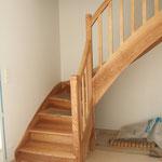 """Artisan concepteur : Escalier """"frêne"""" avec contremarches et balustres fuseaux.N°20"""
