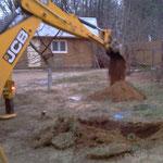 Начинаем копать котлован под дренажный колодец