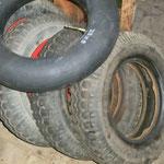 Die original Reifen sind noch im brauchbaren Zustand, 2 neue Schläuche und die Räder sind fertig