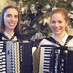 Asita Sailer und Elke Steinhauser nach ihrem gelungenen Duett