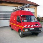 Véhicule d'intervention pompiers avec porte échelle