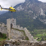 Jeudi 22 avril - début de l'opération d'héliportage dans l'enceinte du château