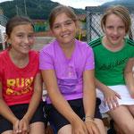 Alina, Steffi & Lena haben sichtlich Spaß am gemeinsamen Meisterschaftsspiel in der U12