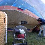 . . . langsam füllt sich der Ballon