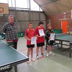 von links: Turnierleitung Björn Hoffmann , 3. Nico Sauer, 1. Bennet Pohl, 2. Robert Richter
