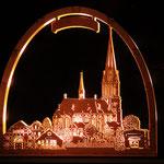 die Basilika im weihnachtlichen Lichterkranz     Foto: Bernadette FS