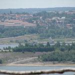 Blick von der Hochhalde Klobikau auf die Stadt Mücheln und deren zukünftigen Hafen, die Marina