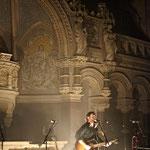 Chuck Ragan vor ungewöhnlicher Kulisse in der Ringkirche in Wiesbaden