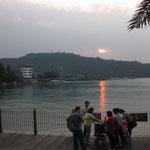 ちょうど夕日が湖を照らしてきれい