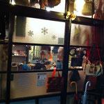 お店の入り口です。昭和初期の雰囲気です。