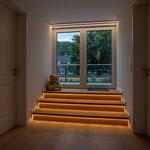Privathaus Odenwald LED-Linien Treppen zur Terrasse
