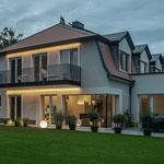 Privathaus Odenwald LED-Linien Fassade Balkon