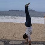 Handstand am Strand von Ipanema