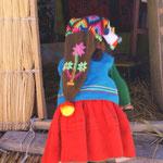 Die Tracht der Uros-Kinder: eine Art Schlafmütze