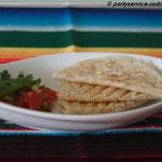 Mini-Quesadilla mit Hähnchenfleisch gefüllt