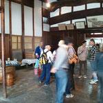 豊村酒造にも多くのお客様にお越し頂きました。特に試飲は大人気!