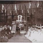 豊村酒造三代目、喜三郎氏の時の伏見宮に献上する酒の祓(はらい)の神事。当時、清酒豊盛は全国にその名を知られていた。