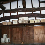 大きな梁が名物の豊村酒造。梁は松の木で出来ており、これも120年ほど前のままの姿だということです。
