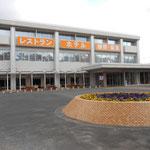 サンピア福岡。福間海岸の目の前に建つ、宿泊・保養・スポーツ施設です。