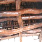 これが天井部の梁。幾重にも重なった巨大な梁は迫力満点です。